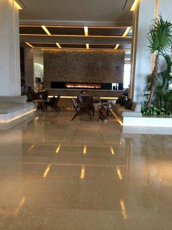 Secrets The Vine Cancun: entrance lobby