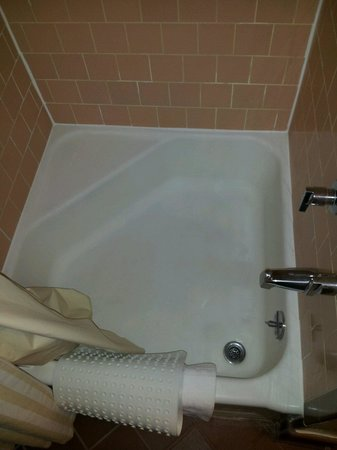 Hotel St. Michael: shower is a pleasant and comfortable size. again VERY CLEAN.