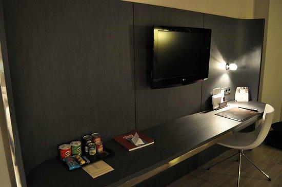 Maydrit Hotel: La habitación tiene todo lo que necesitas