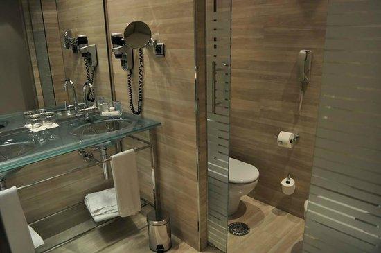 Maydrit Hotel: Baño impoluto