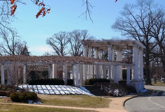 Arlington House - The Robert E. Lee Memorial: Next to the house are these arbors