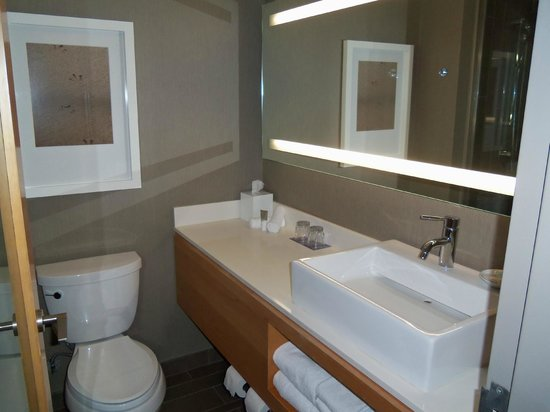 Hyatt Regency Long Beach : Modern bathroom