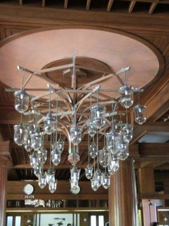 Patong Merlin Hotel: Lights in foyer