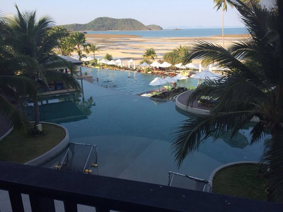 Pullman Phuket Panwa Beach Resort: When the tides out...not much swimming going on!
