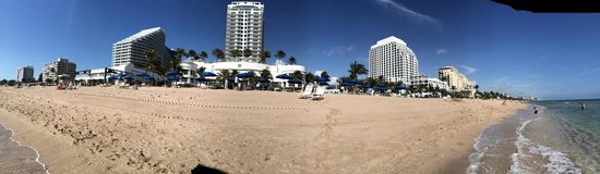Hilton Fort Lauderdale Beach Resort: beach view of hotel