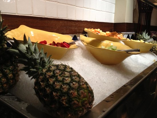 The Westin Lake Las Vegas Resort & Spa: Buffet breakfast - fresh fruits, yogurt and hot food!