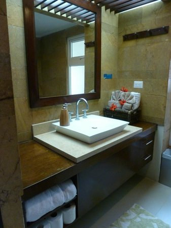 Las Flores Resort: bathroom