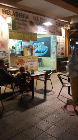 Heladeria Artesanal Italiano Q' Frio: Corralejo de noche. heladería