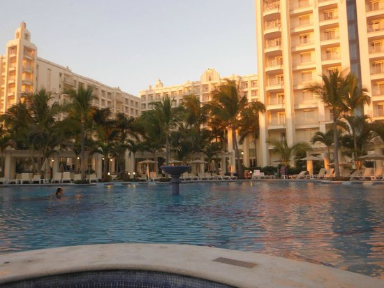 Hotel Riu Vallarta : View of the resort from the adult pool