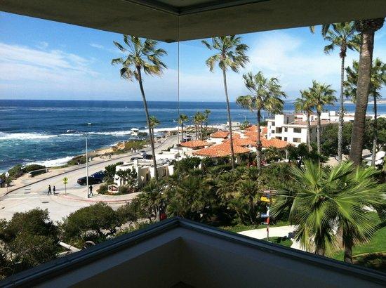 Museum of Contemporary Art San Diego : split view Coast Blvd