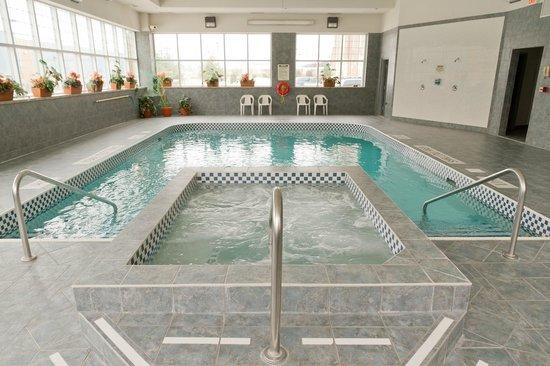 Comfort Inn Lundy's Lane: Hot Tub open 9am - 11pm
