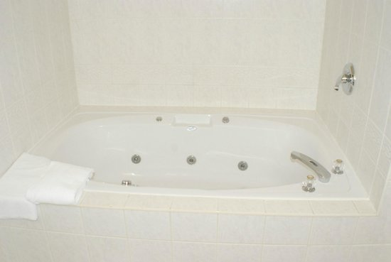 Comfort Inn Lundy's Lane: King room with Jacuzzi (Bathroom)