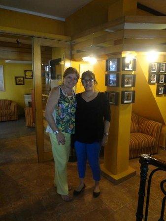 Hotel Iberia : Silvia, a proprietária (à direita)