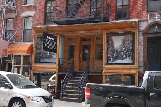 Tenement Museum : outside of 97 Orchard street