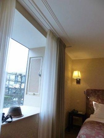 Grand Hotel Casselbergh Bruges : Vista a un canal.