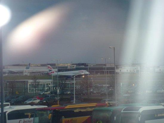 Leonardo Hotel London Heathrow Airport : View of Heathrow from the Room