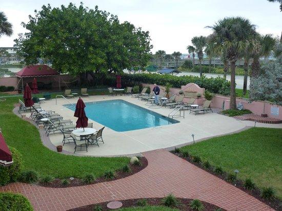 Inn at Cocoa Beach: Pool area