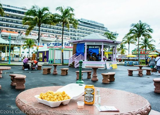 Robinson's Seafood Delight: Plaza area by cruise ship dock & straw market