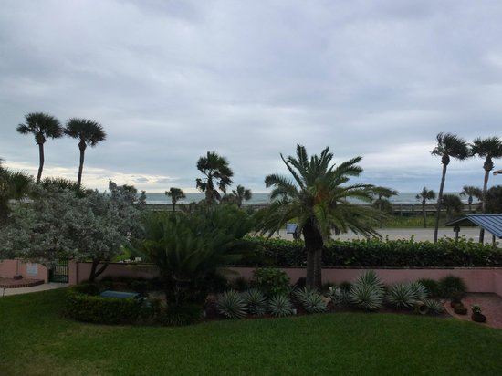 Inn at Cocoa Beach: Our view - we needed blue sky!