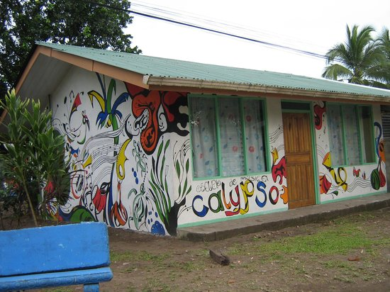 Pachira Lodge: In the village