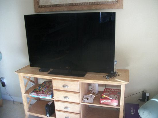 Coral Cay Resort : Our TV