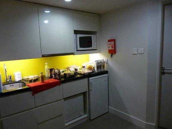 Citadines Trafalgar Square London: La cocina de la habitación.