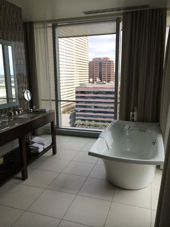 Westin Phoenix Downtown: The beautiful bathroom