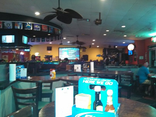 Weekend Willie's Sports Bar and Grill : plenty of space for everyone!