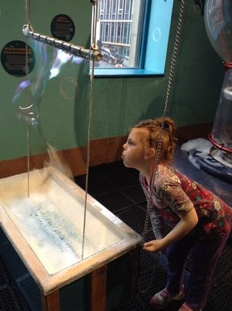 Discovery Centre : the bubble room is always a hit