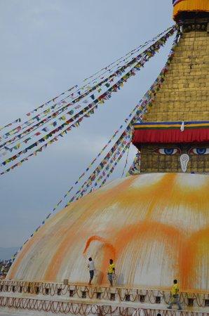 "Stûpa de Bodnath : ""Painting"" the Stupa"