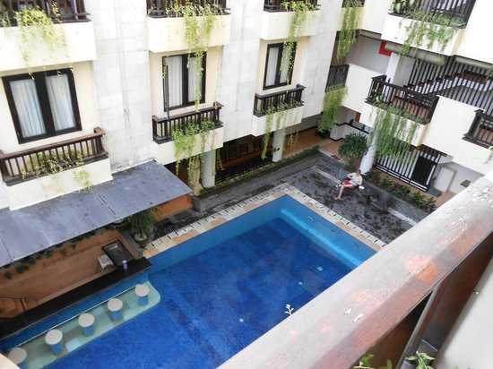 Losari Hotel & Villas: Pool area and hotel surrounds