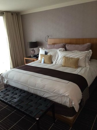 Colonnade Hotel: Comfy King Sized Bed