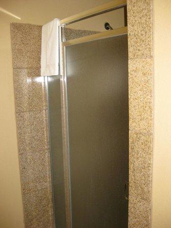 Best Western Kettleman City Inn & Suites: shower