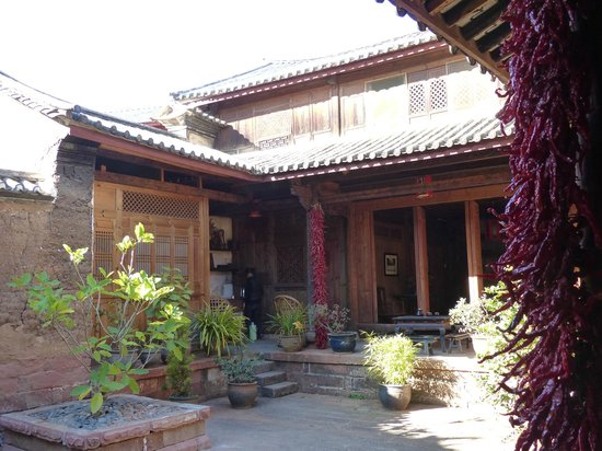 Shaxi Laomadian Lodge: Courtyard of the Loamadian Lodge