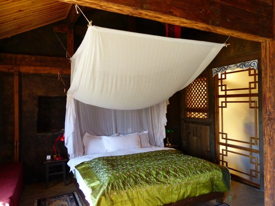 Shaxi Laomadian Lodge: Our bedroom in the Loamadian Lodge