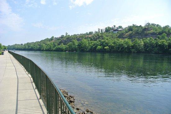 Lake Taneycomo: gorgeous views