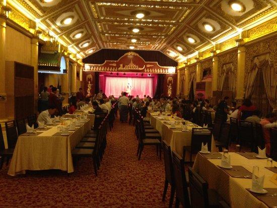 Karaweik Palace : Dining Room at Karaweik Place