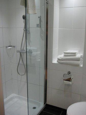 Ramada Hounslow - Heathrow East: もう少し勢いが欲しいシャワー