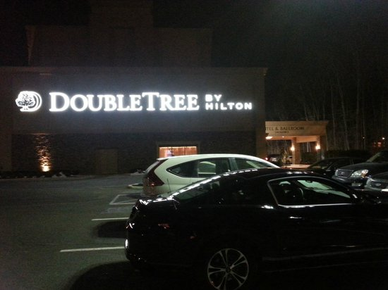 DoubleTree by Hilton Hotel Tinton Falls - Eatontown: By night