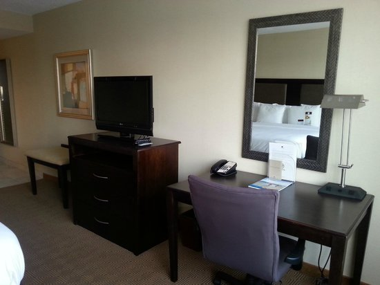 DoubleTree by Hilton Hotel Tinton Falls - Eatontown: Desk