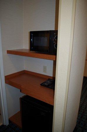 Fairfield Inn & Suites Jacksonville Airport: Kitchen