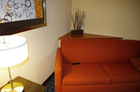 Fairfield Inn & Suites Jacksonville Airport : Comfy Couch