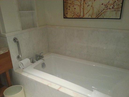The Ritz-Carlton, Toronto: Deep soaking bath rub