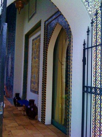 Shangri La: Looking into the courtyard