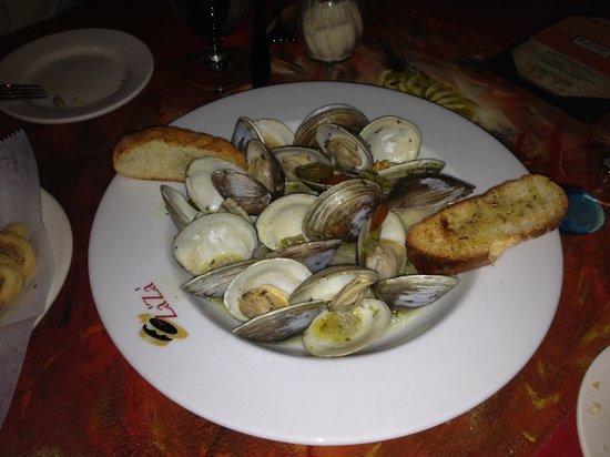 Za'Za' Restaurant: clams appetizer