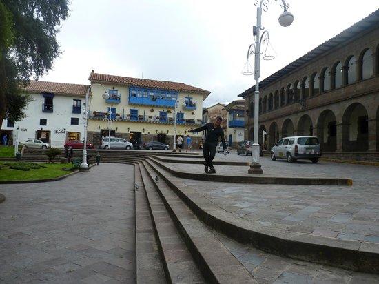 Royal Inka I: O hotel é o prédio ao fundo.