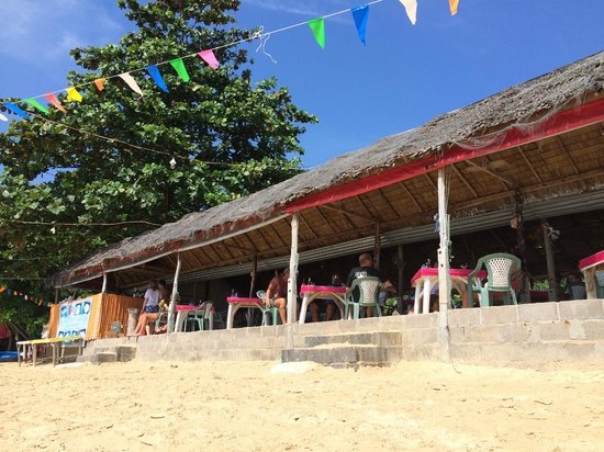 Sansuko Ville Bungalow Resort: Nearby beach restaurant - one that they drive you to