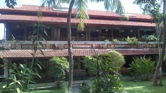 Un's Hotel: Main building