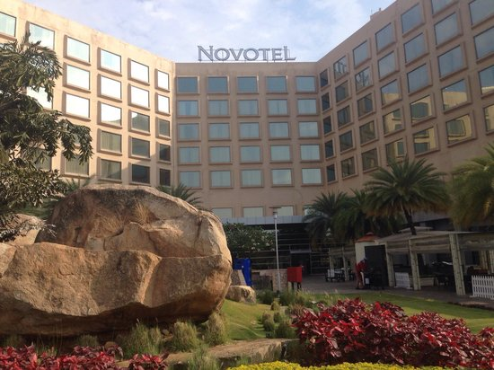 Novotel Hyderabad Convention Centre : Early morning walk at back drop of hotel !