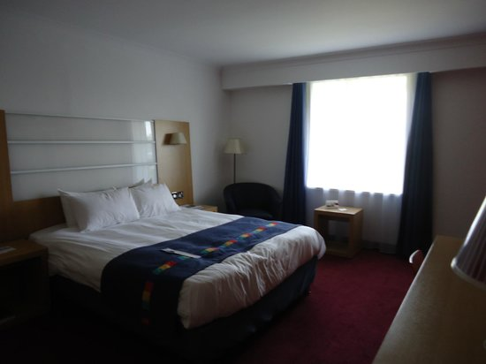 Park Inn by Radisson Cardiff North: Adequate room
